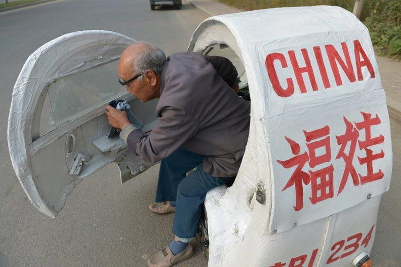 高清组图:绿色低碳 吉林83岁老人自制助力车欲