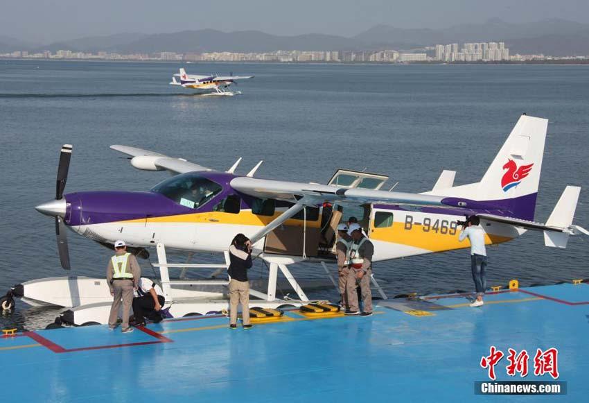 中国首架民用水上飞机三亚载客启航