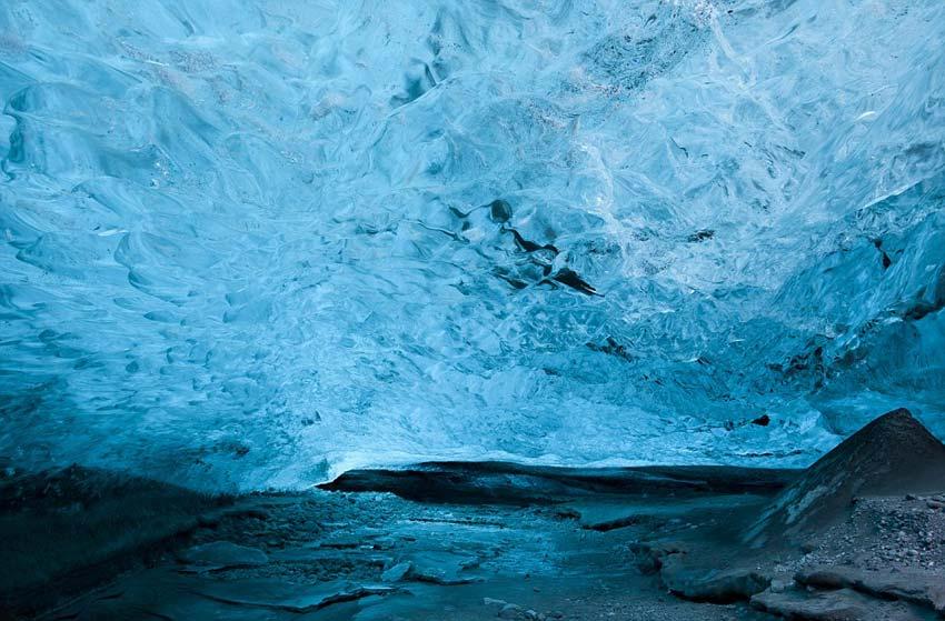 英摄影师访冰岛水晶冰穴