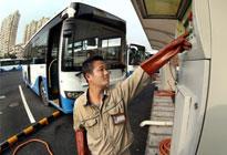 上海:公交车用上太阳能
