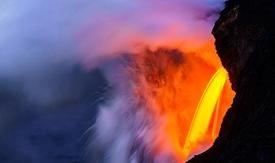 """夏威夷岩浆""""火龙头""""倾泻入海"""