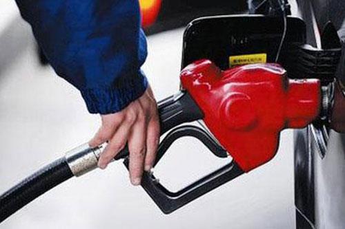 国内油价年内最大涨幅来袭 加满一箱油多花8元