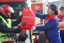 中国石化为万名返乡摩骑免费加油