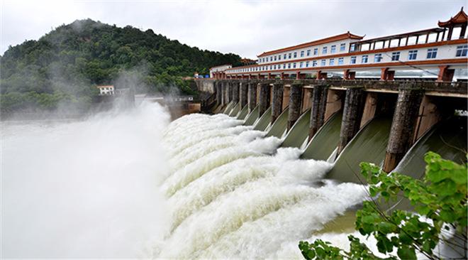 """350吨世界水电""""巨无霸""""诞生"""
