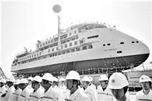 首艘国产极地探险邮轮顺利下水