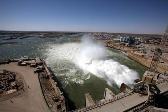 阿斯旺大坝视频_世界著名水利工程阿斯旺大坝绿化