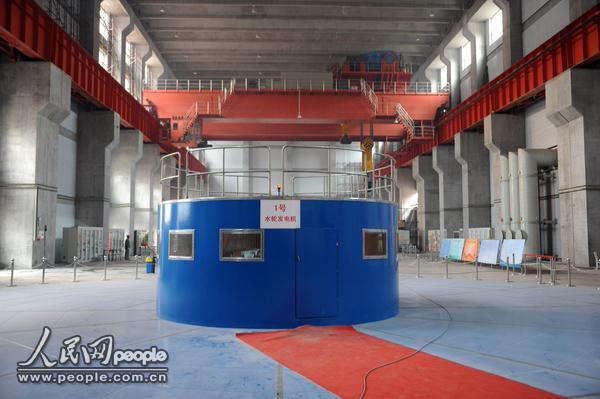 黄河积石峡水电站首台机组正式并网发电